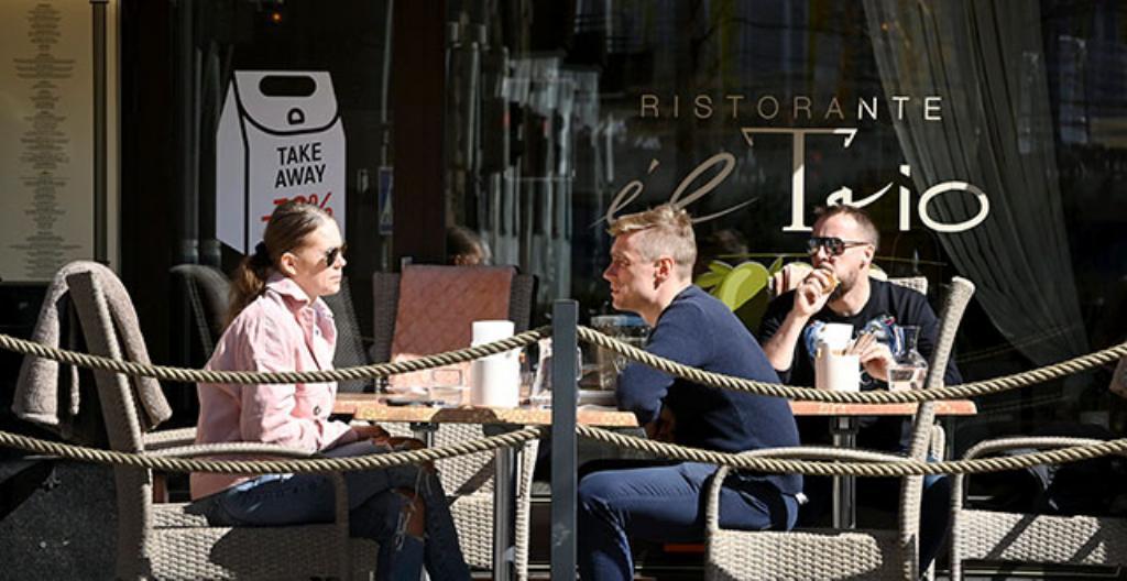Måndagen den 19 april fick restaurangerna öppna igen. De hade varit stängda på grund av coronabegränsningar.