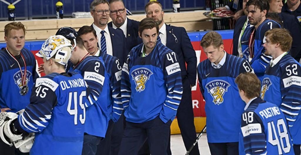 Spelarna i Finlands ishockeylag var besvikna då de fick silvermedaljer. De hade spelat bra och hoppades på guldmedalj.
