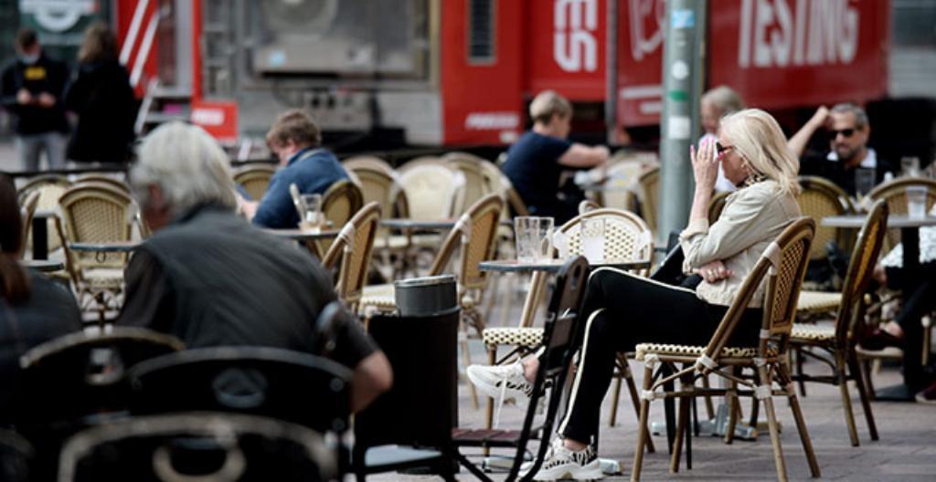 Coronaviruset sprids snabbt och därför måste restaurangerna stänga tidigare än vanligt.