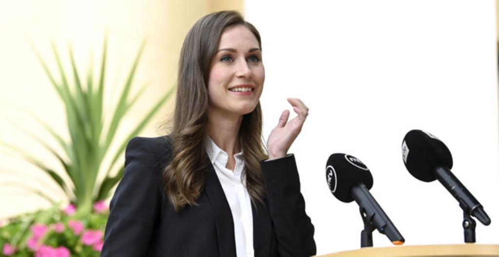 Statsminister Sanna Marin säger att regeringen vill begränsa människors liv så lite som möjligt.