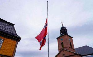 norsk flagga på halv stång